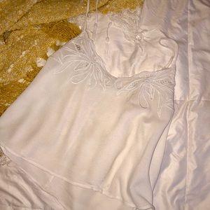 ✨ SALE ✨ Flowy white crop top